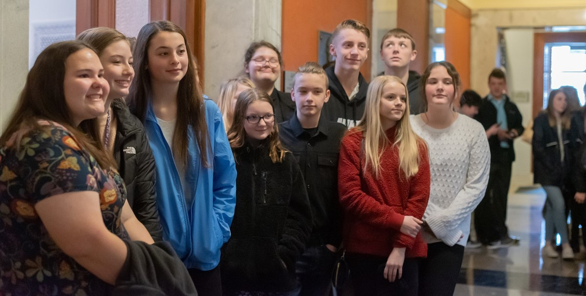 Middle School students posing inside the Kentucky State Capitol